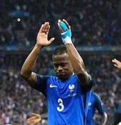 Jugador de la selección francesa con kinesiotaping en la eurocopa